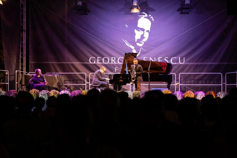 Seara zilei de 18 septembrie: Sala Palatului / Piața Festivalului